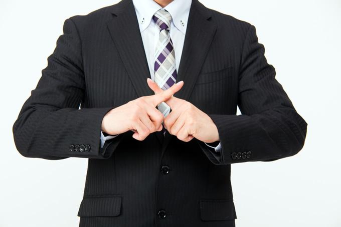 バツサインのビジネスマン