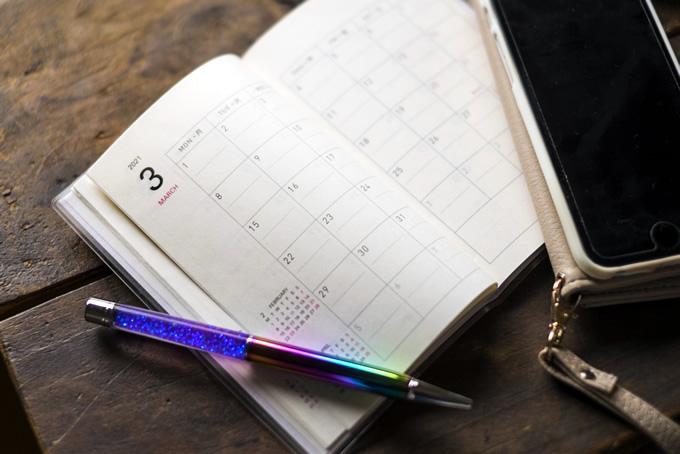 3月のカレンダー筆記用具