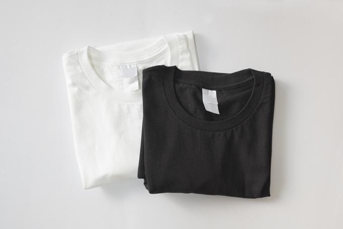 白黒のシャツ