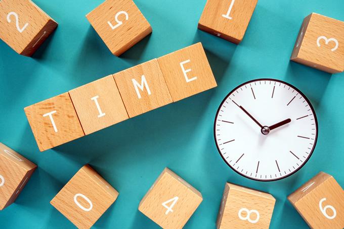 時間の積み木と時計