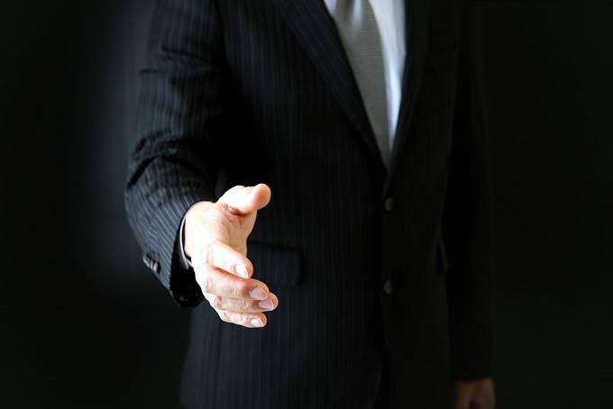 怪しい男性からの握手