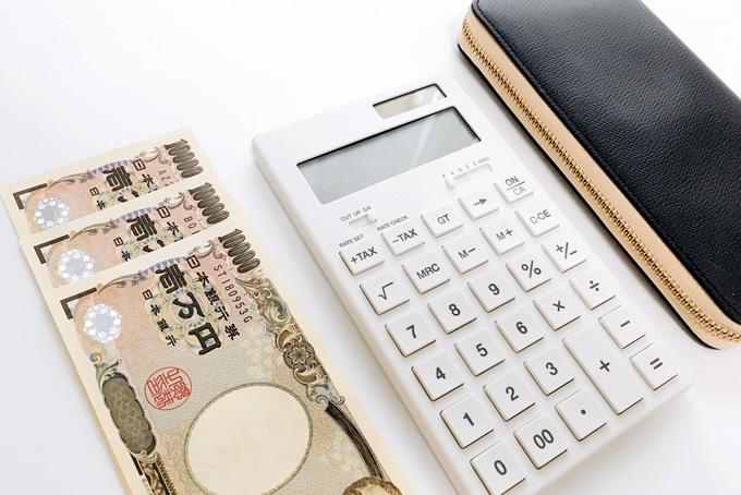 電卓と財布とお金