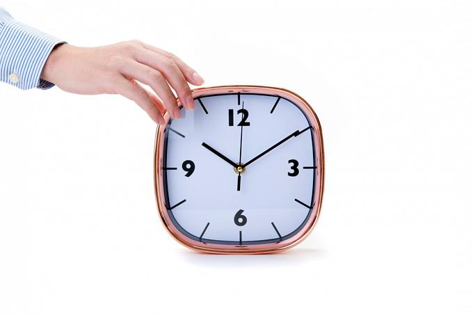 22時を指す時計
