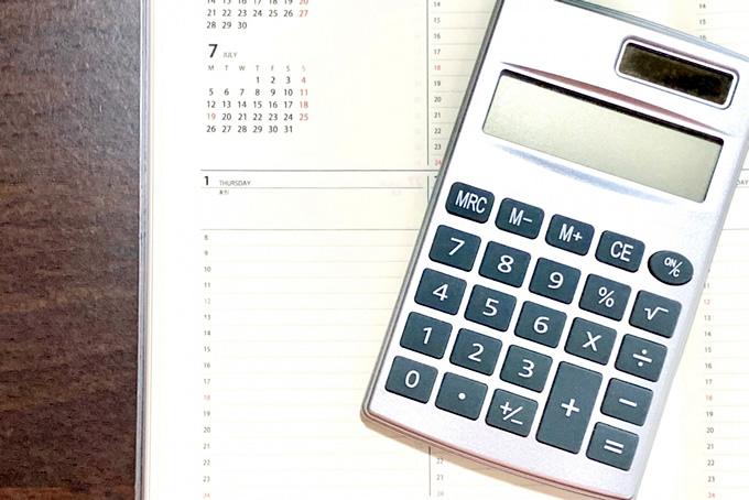 電卓とスケジュール表