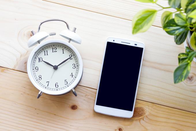 時計とスマートフォン